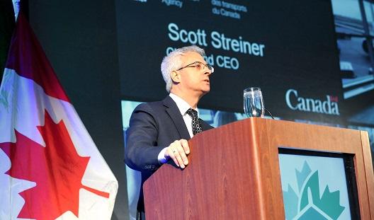 Scott Streiner s'exprimant lors du symposium du CNLA